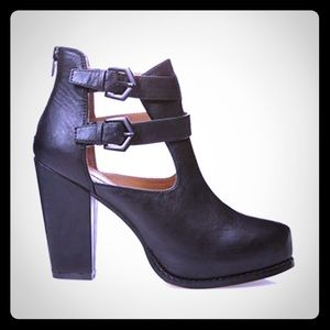 Forever 21 rock'n'roll cutout ankle booties - NEW!